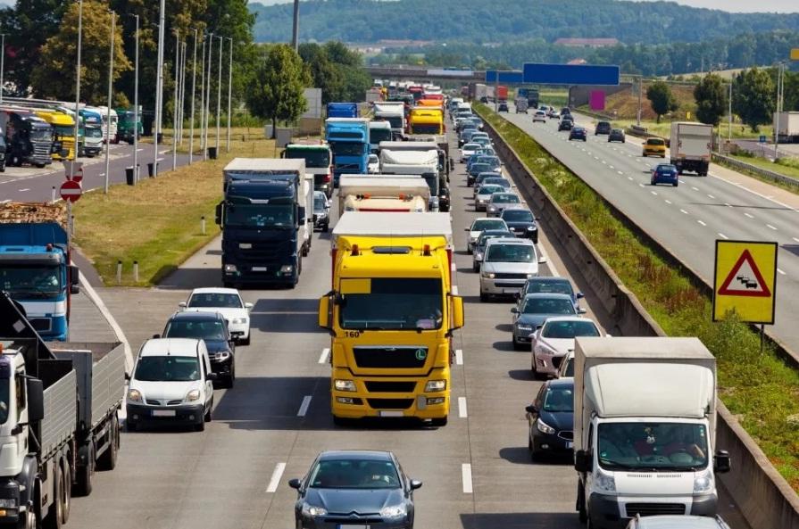 Новые правила движения грузовых автомобилей с начала мая 2021 по МКАД города Москва.